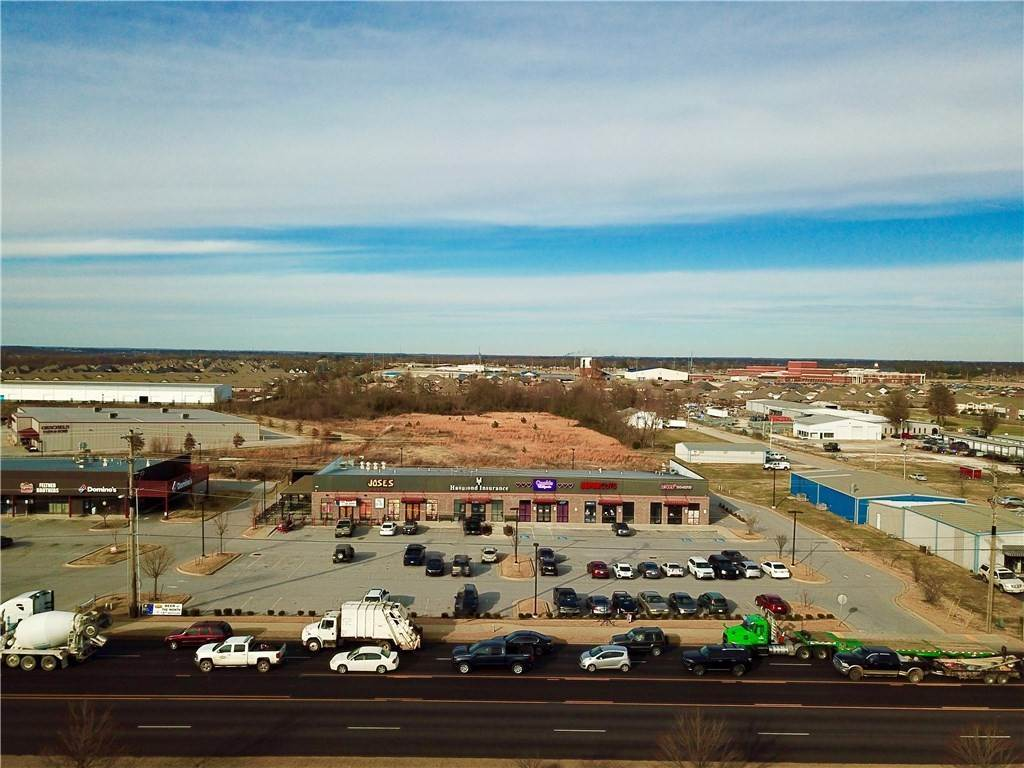 Commercial for Sale at 1032 Henri De Tonti Boulevard 1032 Henri De Tonti Boulevard Springdale, Arkansas 72762 United States
