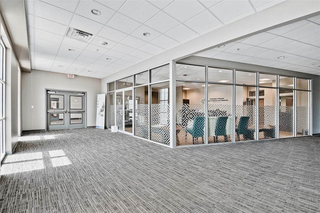 10. Commercial for Sale at 2000 S Promenade Boulevard Rogers, Arkansas 72758 United States