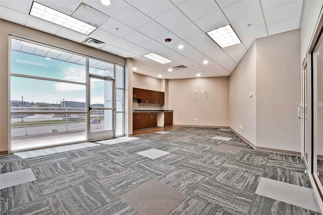 12. Commercial for Sale at 2000 S Promenade Boulevard Rogers, Arkansas 72758 United States