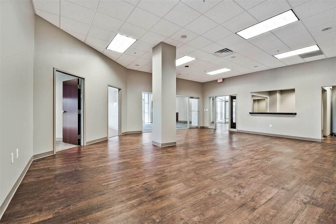 13. Commercial for Sale at 2000 S Promenade Boulevard Rogers, Arkansas 72758 United States