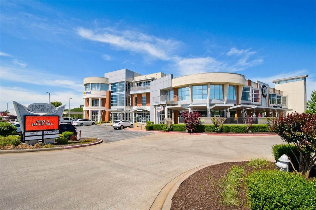 5. Commercial for Sale at 2000 S Promenade Boulevard Rogers, Arkansas 72758 United States