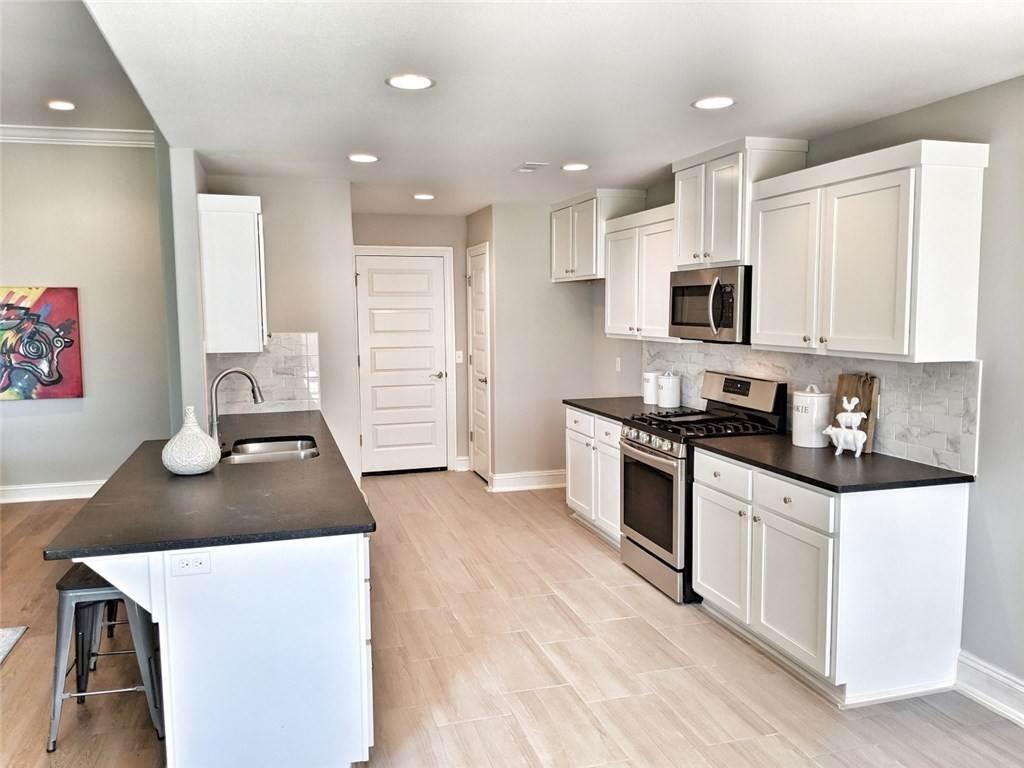 15. Single Family Homes for Sale at 454 N Yona Lane Farmington, Arkansas 72730 United States