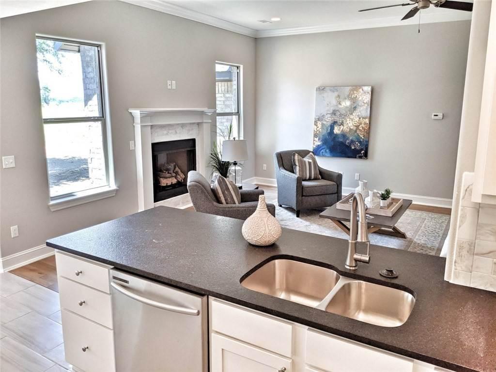 16. Single Family Homes for Sale at 454 N Yona Lane Farmington, Arkansas 72730 United States