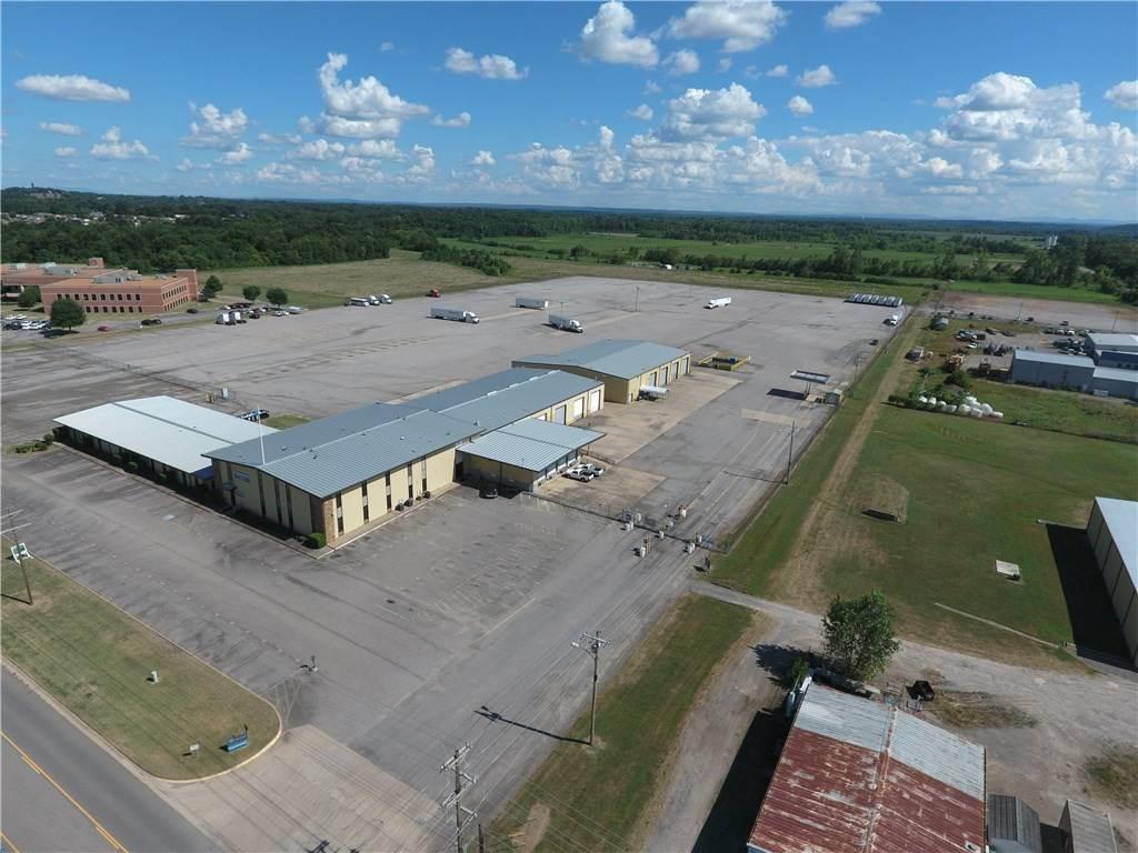 Commercial at 3108 Industrial Park Road 3108 Industrial Park Road Van Buren, Arkansas 72956 United States
