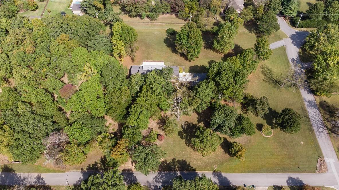 11. Single Family Homes for Sale at Lot 2 Manor Drive Fayetteville, Arkansas 72701 United States