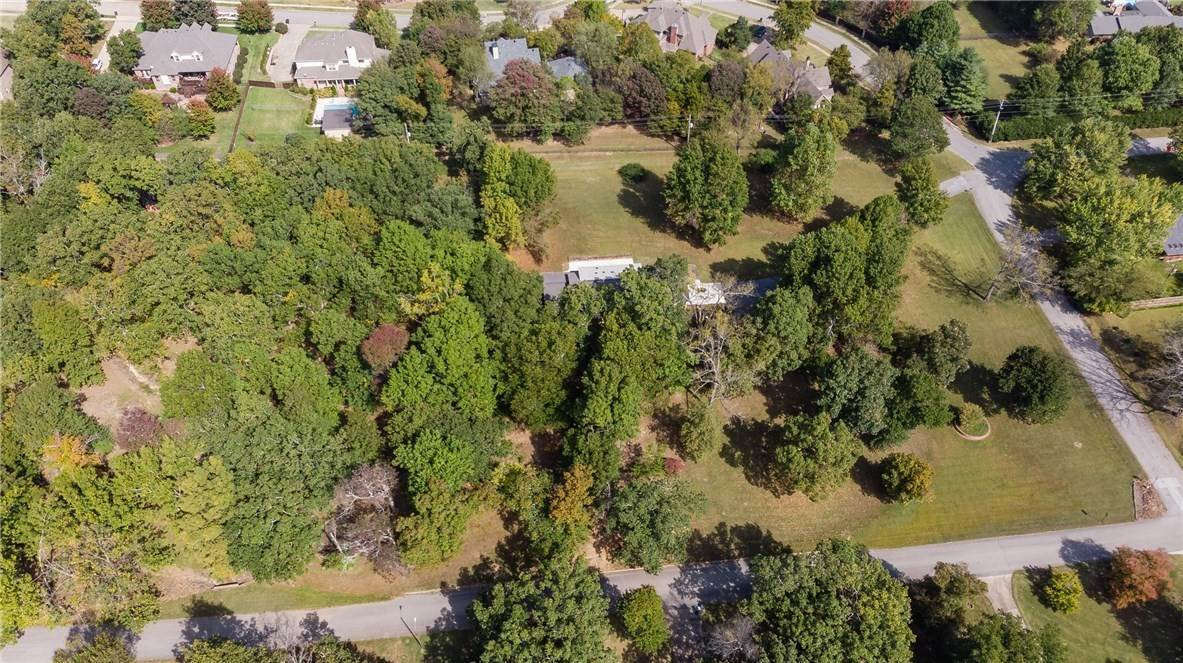 12. Single Family Homes for Sale at Lot 2 Manor Drive Fayetteville, Arkansas 72701 United States