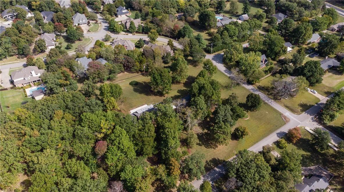 14. Single Family Homes for Sale at Lot 2 Manor Drive Fayetteville, Arkansas 72701 United States