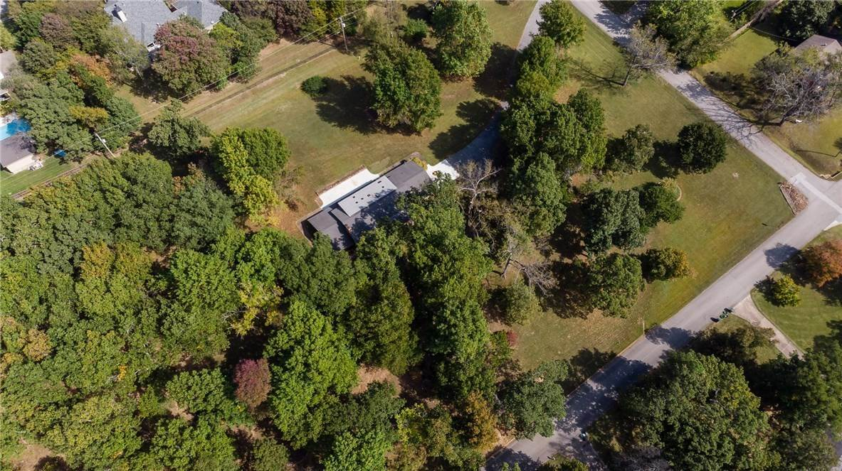 15. Single Family Homes for Sale at Lot 2 Manor Drive Fayetteville, Arkansas 72701 United States