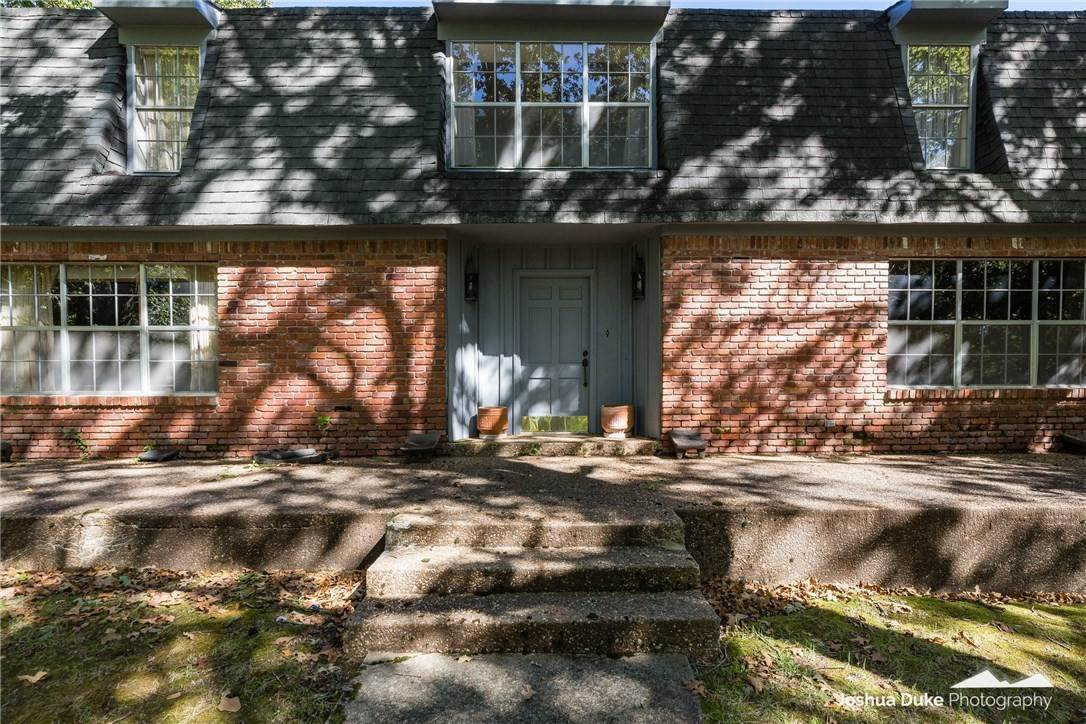 5. Single Family Homes for Sale at Lot 2 Manor Drive Fayetteville, Arkansas 72701 United States