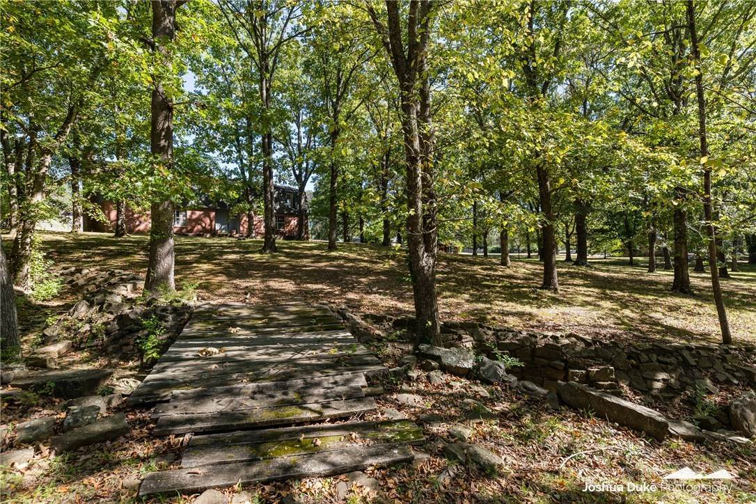 7. Single Family Homes for Sale at Lot 2 Manor Drive Fayetteville, Arkansas 72701 United States