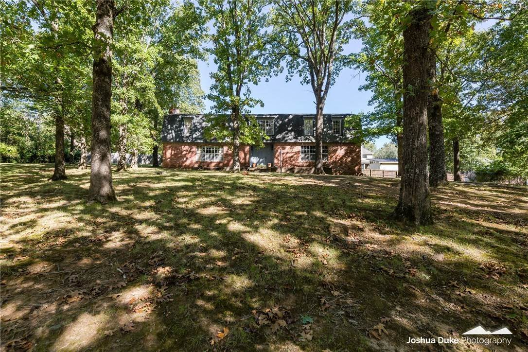 8. Single Family Homes for Sale at Lot 2 Manor Drive Fayetteville, Arkansas 72701 United States