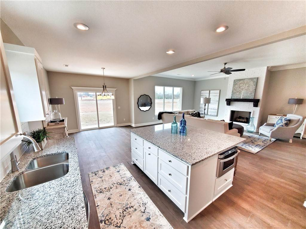 19. Single Family Homes for Sale at 2820 Carbon Road Fayetteville, Arkansas 72701 United States