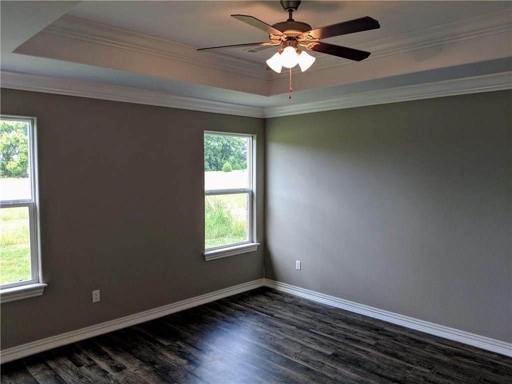 15. Single Family Homes for Sale at 495 Yona Lane Farmington, Arkansas 72730 United States