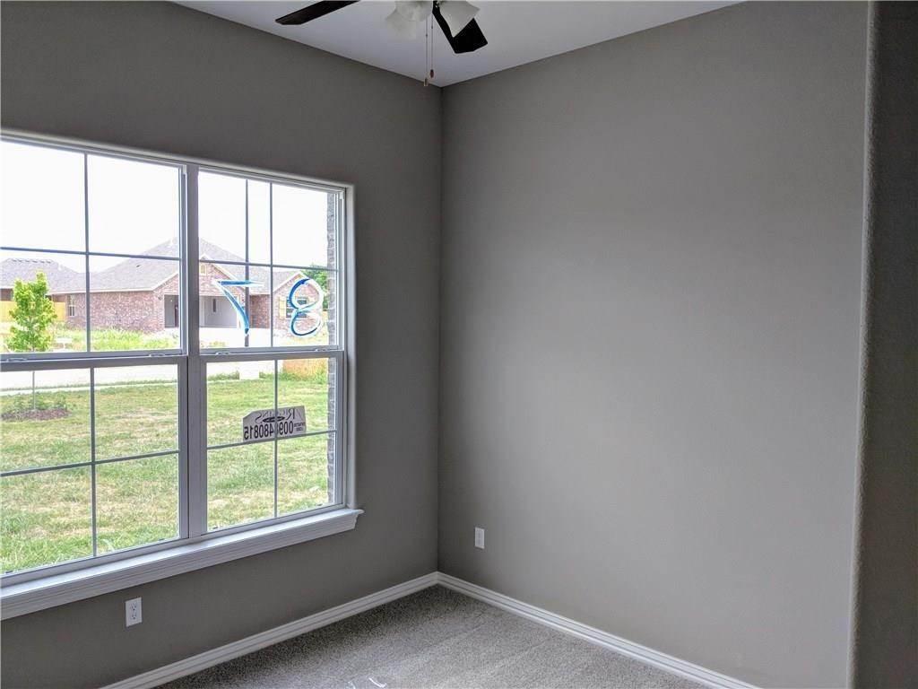 19. Single Family Homes for Sale at 495 Yona Lane Farmington, Arkansas 72730 United States