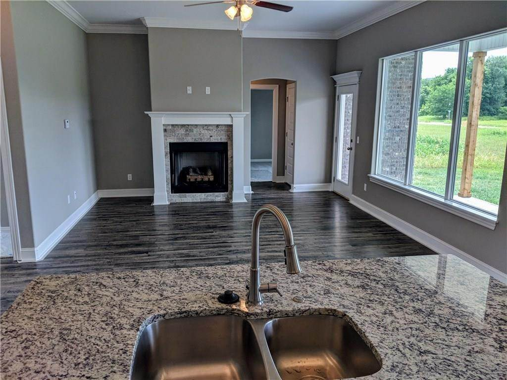 8. Single Family Homes for Sale at 495 Yona Lane Farmington, Arkansas 72730 United States