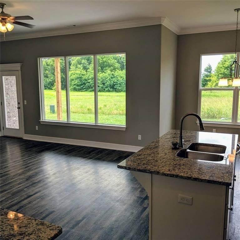 9. Single Family Homes for Sale at 495 Yona Lane Farmington, Arkansas 72730 United States