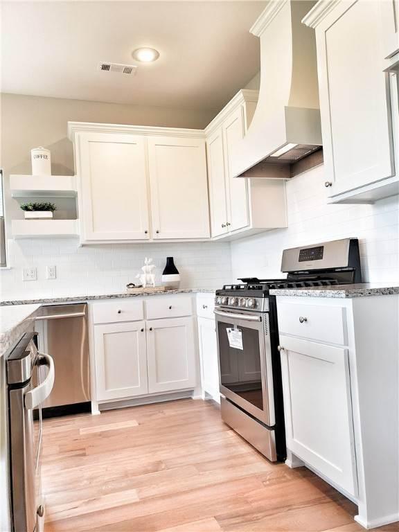 10. Single Family Homes for Sale at Lot 15 Goose Creek Village Farmington, Arkansas 72730 United States
