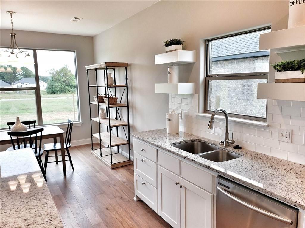 11. Single Family Homes for Sale at Lot 15 Goose Creek Village Farmington, Arkansas 72730 United States