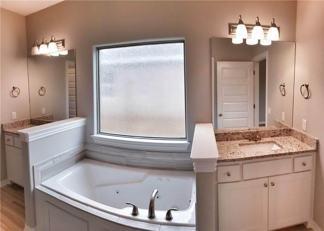 18. Single Family Homes for Sale at Lot 15 Goose Creek Village Farmington, Arkansas 72730 United States