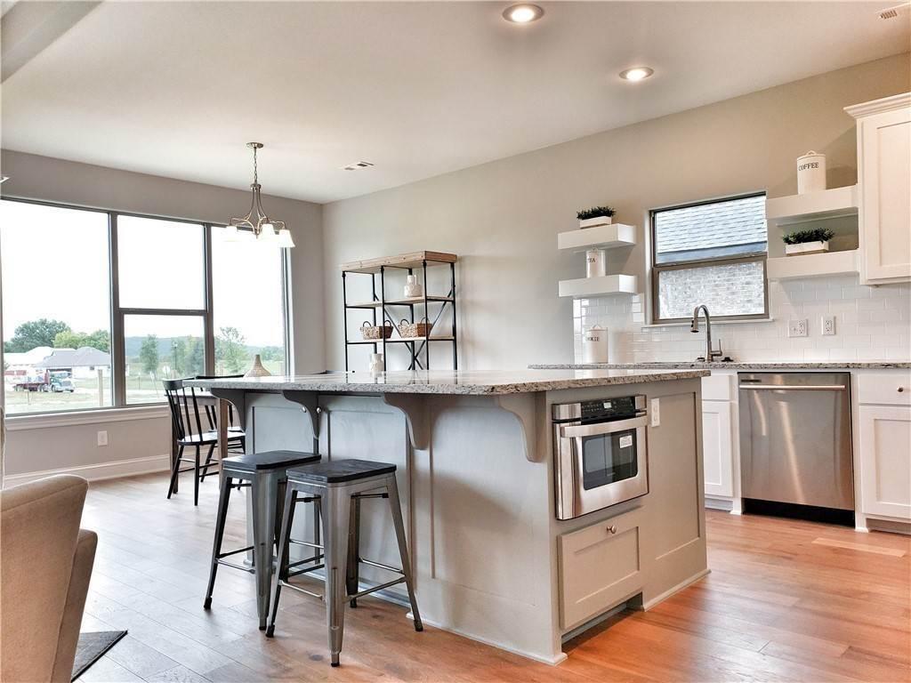 6. Single Family Homes for Sale at Lot 15 Goose Creek Village Farmington, Arkansas 72730 United States