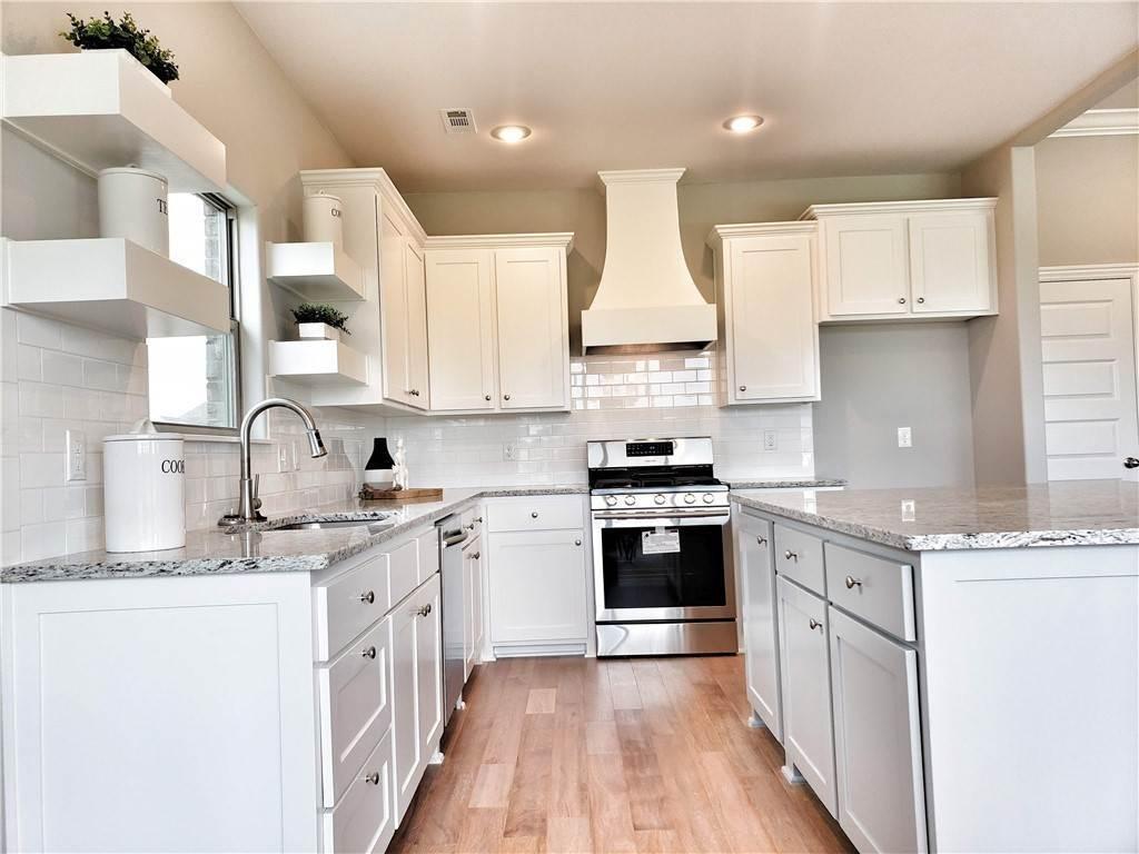 8. Single Family Homes for Sale at Lot 15 Goose Creek Village Farmington, Arkansas 72730 United States