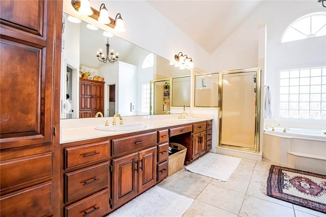 11. Single Family Homes for Sale at 1801 El Contento Circle Bentonville, Arkansas 72712 United States
