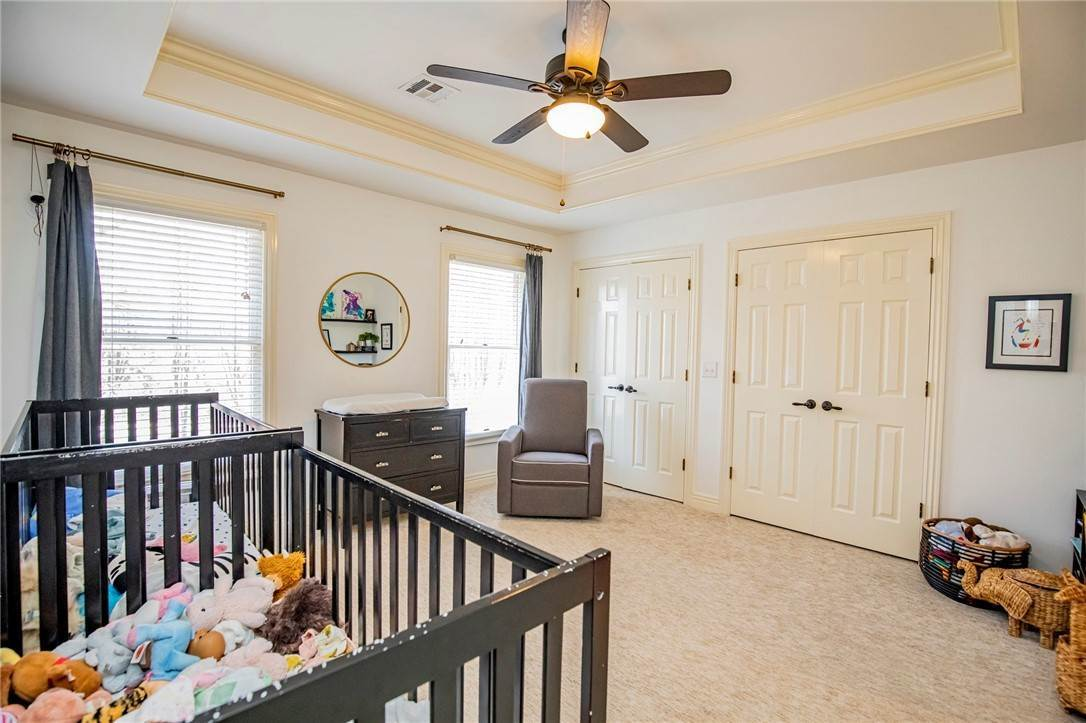 18. Single Family Homes for Sale at 1801 El Contento Circle Bentonville, Arkansas 72712 United States
