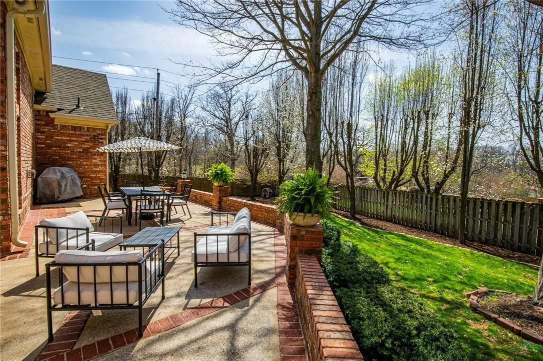 20. Single Family Homes for Sale at 1801 El Contento Circle Bentonville, Arkansas 72712 United States