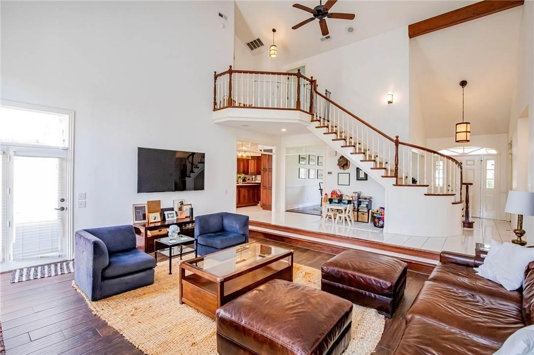 4. Single Family Homes for Sale at 1801 El Contento Circle Bentonville, Arkansas 72712 United States