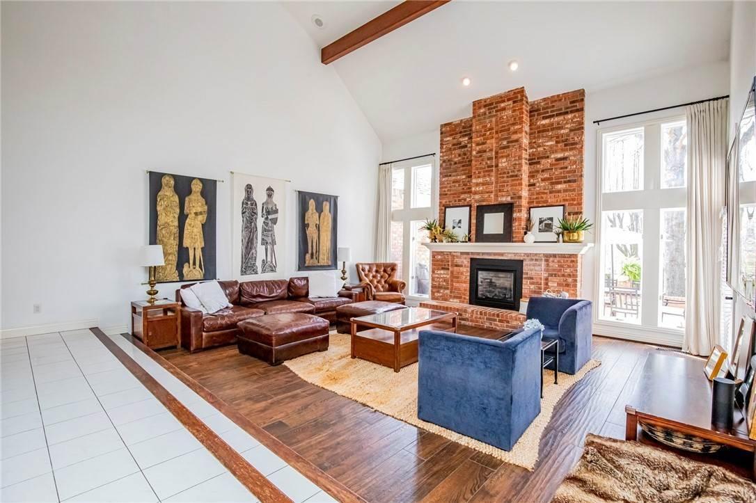 5. Single Family Homes for Sale at 1801 El Contento Circle Bentonville, Arkansas 72712 United States
