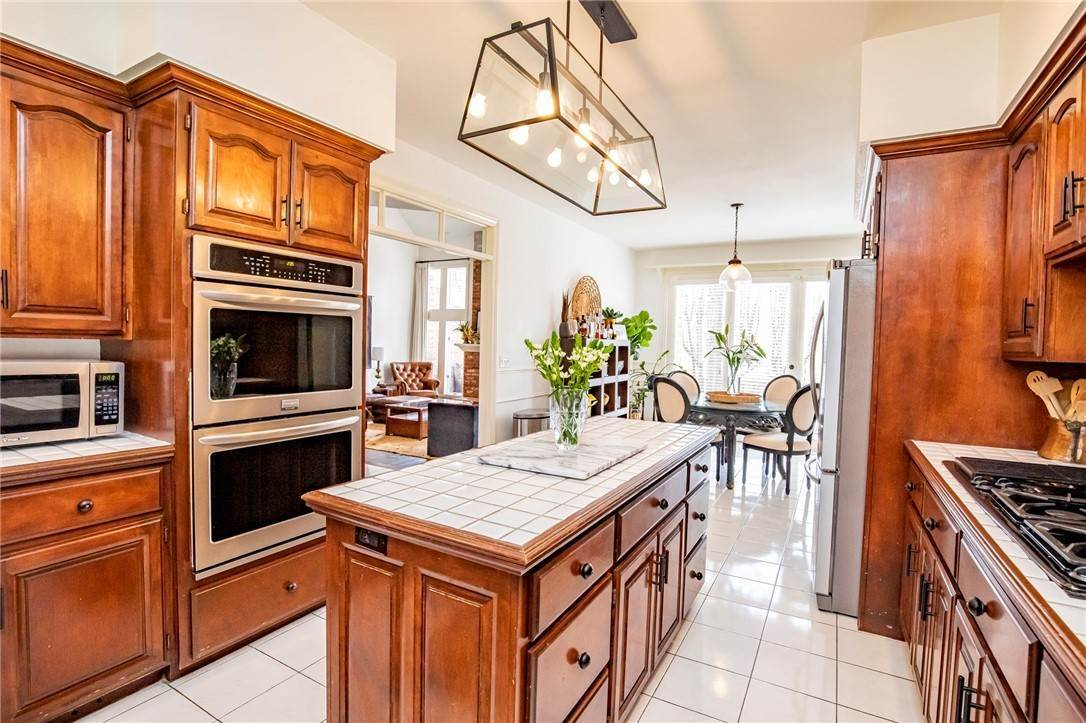 8. Single Family Homes for Sale at 1801 El Contento Circle Bentonville, Arkansas 72712 United States