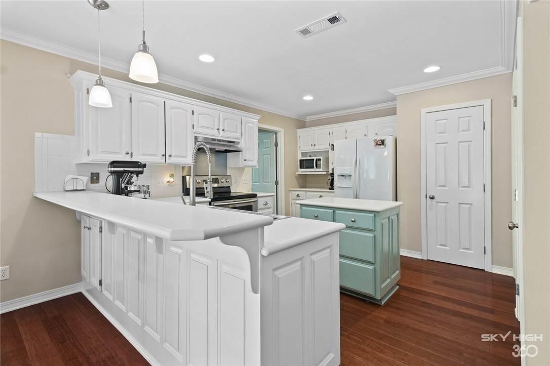 10. Single Family Homes for Sale at 47 Stonehenge Drive Bentonville, Arkansas 72712 United States