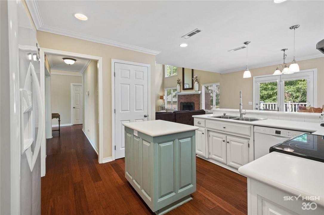 12. Single Family Homes for Sale at 47 Stonehenge Drive Bentonville, Arkansas 72712 United States