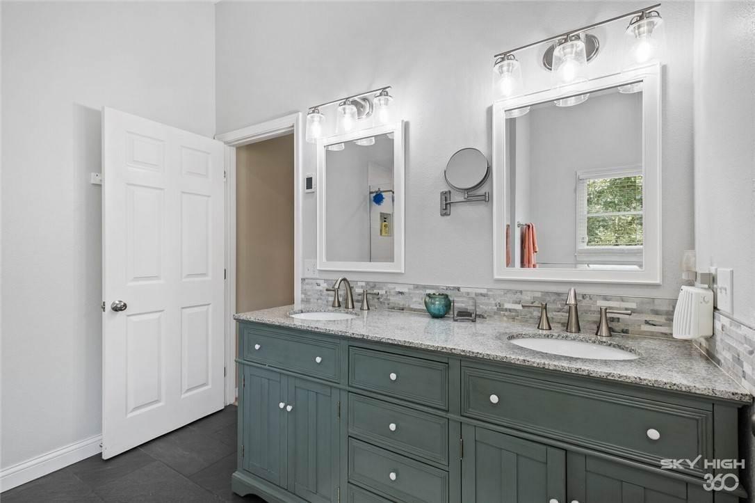 16. Single Family Homes for Sale at 47 Stonehenge Drive Bentonville, Arkansas 72712 United States