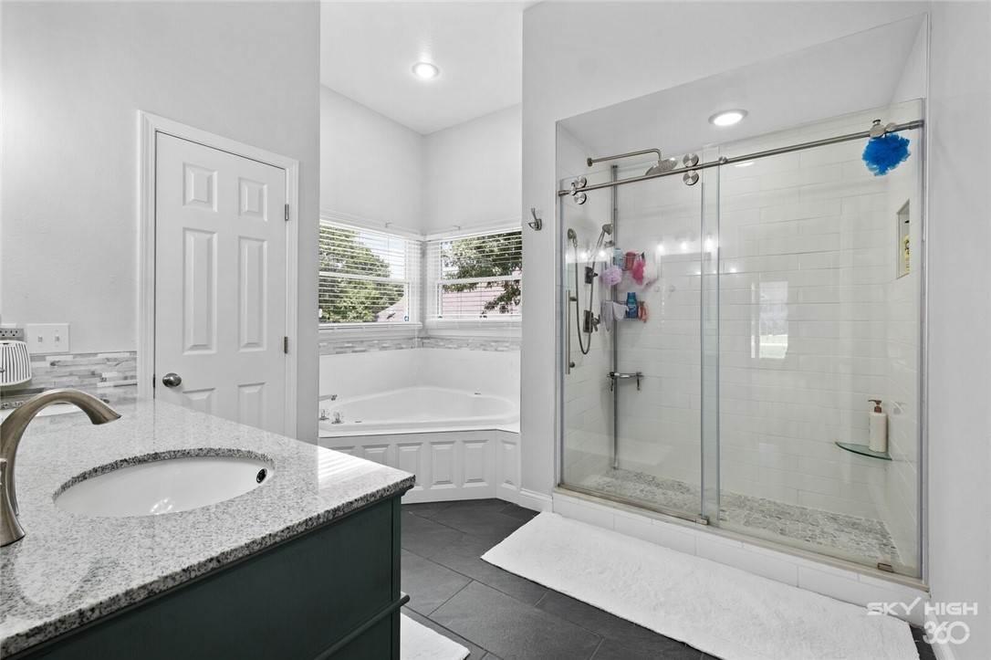 5. Single Family Homes for Sale at 47 Stonehenge Drive Bentonville, Arkansas 72712 United States