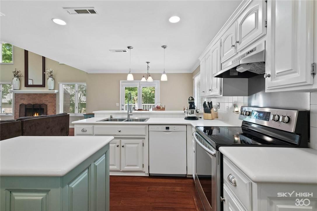 9. Single Family Homes for Sale at 47 Stonehenge Drive Bentonville, Arkansas 72712 United States