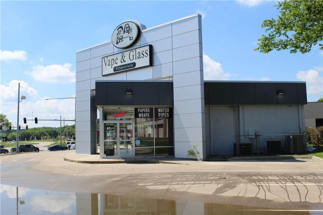 2. Commercial for Sale at 2518 W Martin Luther King Jr Boulevard Fayetteville, Arkansas 72701 United States