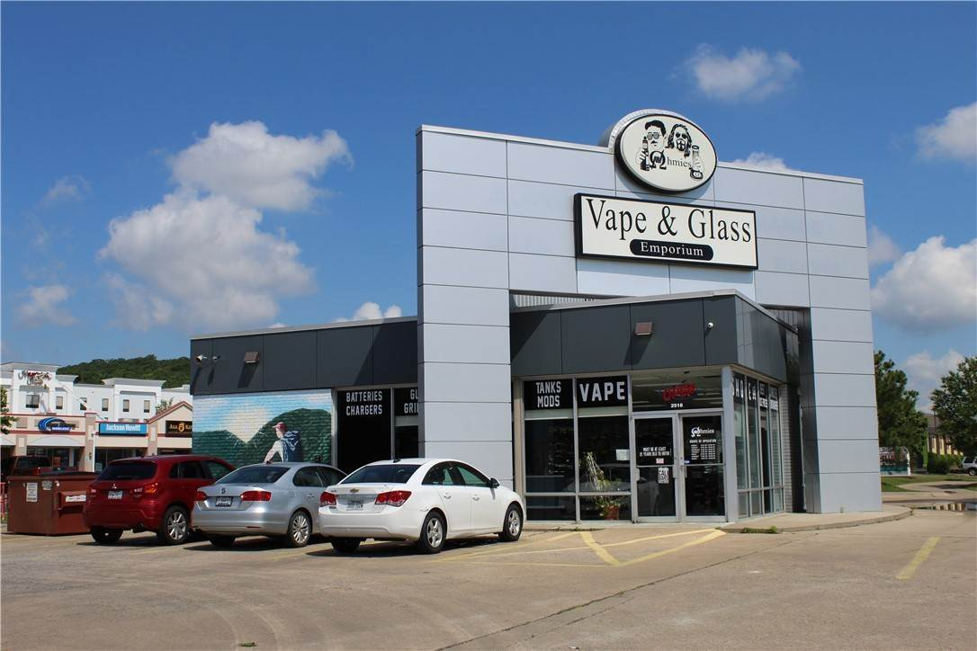 3. Commercial for Sale at 2518 W Martin Luther King Jr Boulevard Fayetteville, Arkansas 72701 United States