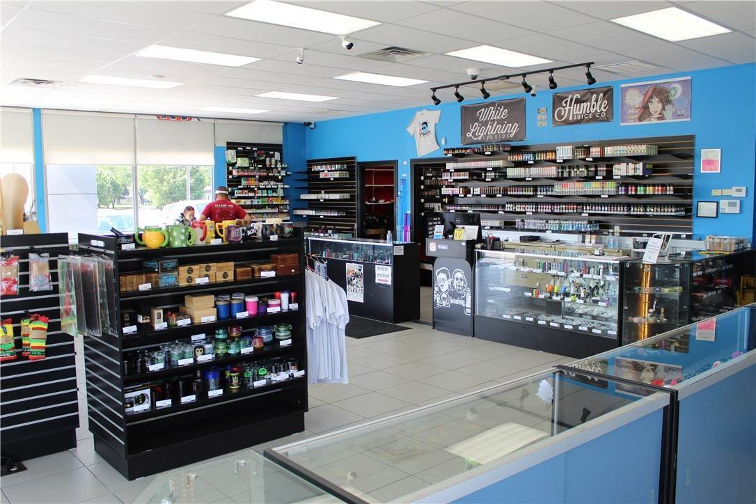 5. Commercial for Sale at 2518 W Martin Luther King Jr Boulevard Fayetteville, Arkansas 72701 United States