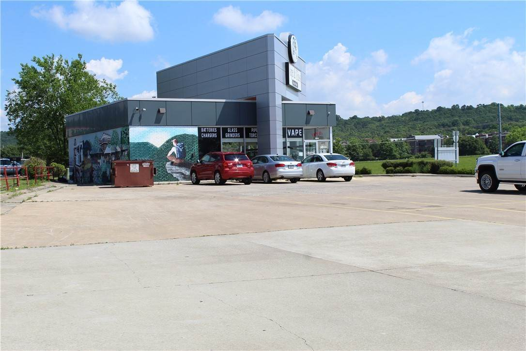 9. Commercial for Sale at 2518 W Martin Luther King Jr Boulevard Fayetteville, Arkansas 72701 United States