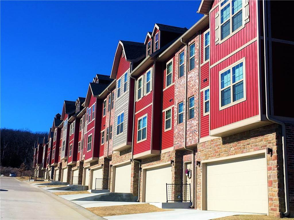 townhouses at 2810 W Lakewood Fayetteville, Arkansas 72704 United States