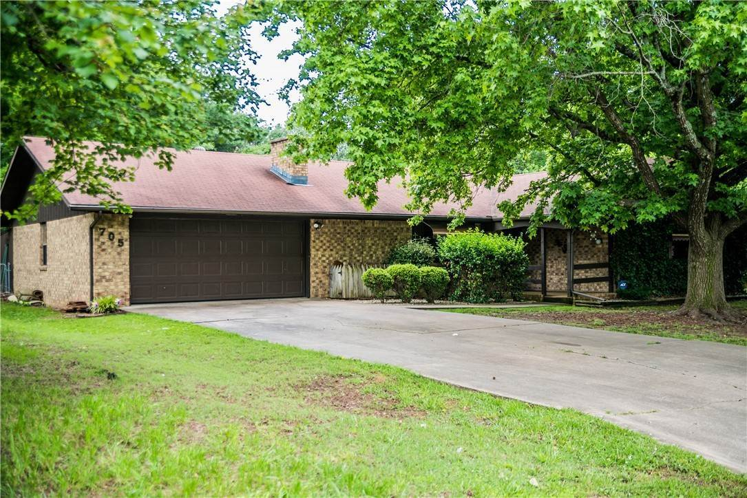 Single Family Homes for Sale at 705 Valley West Drive Rogers, Arkansas 72756 United States