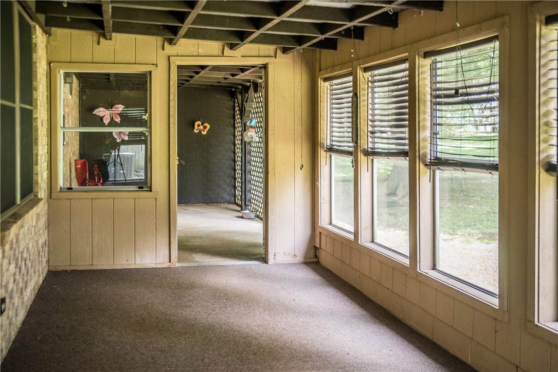 14. Single Family Homes for Sale at 705 Valley West Drive Rogers, Arkansas 72756 United States