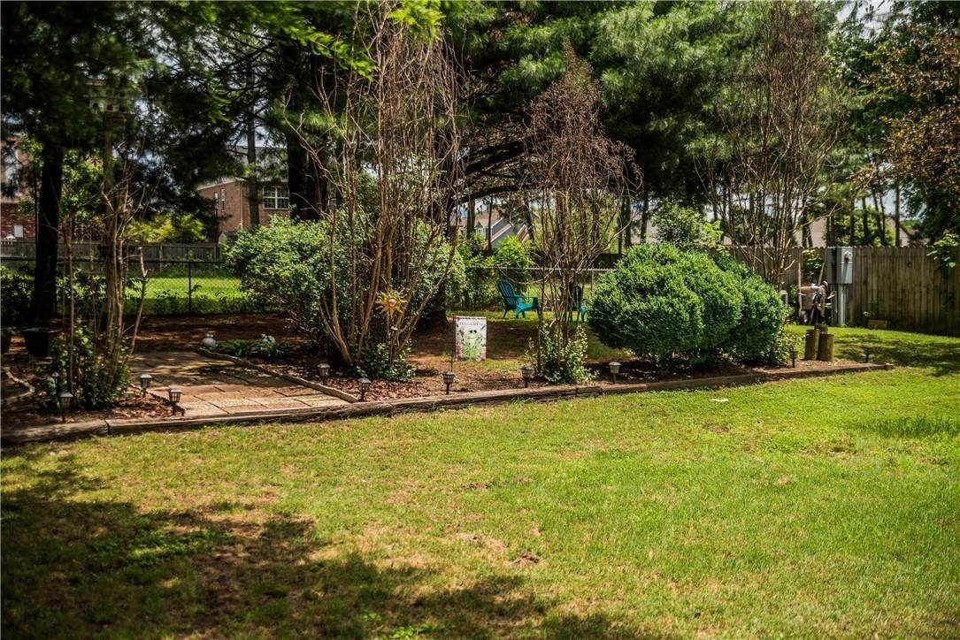 16. Single Family Homes for Sale at 705 Valley West Drive Rogers, Arkansas 72756 United States