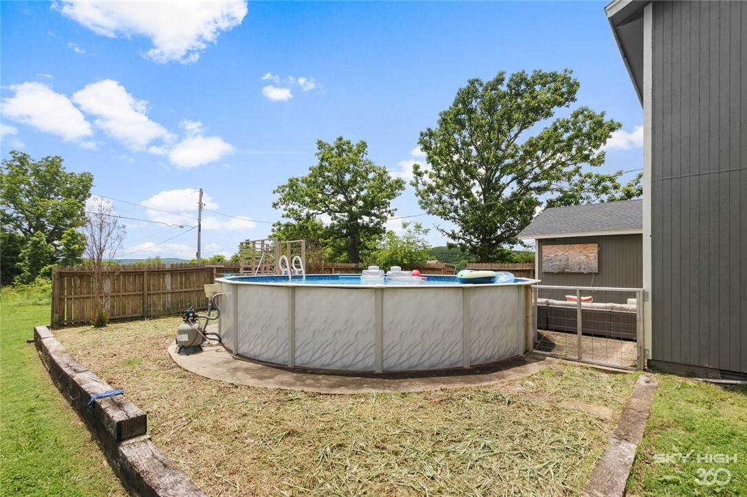 15. Single Family Homes for Sale at 304 Hale Road Elkins, Arkansas 72727 United States