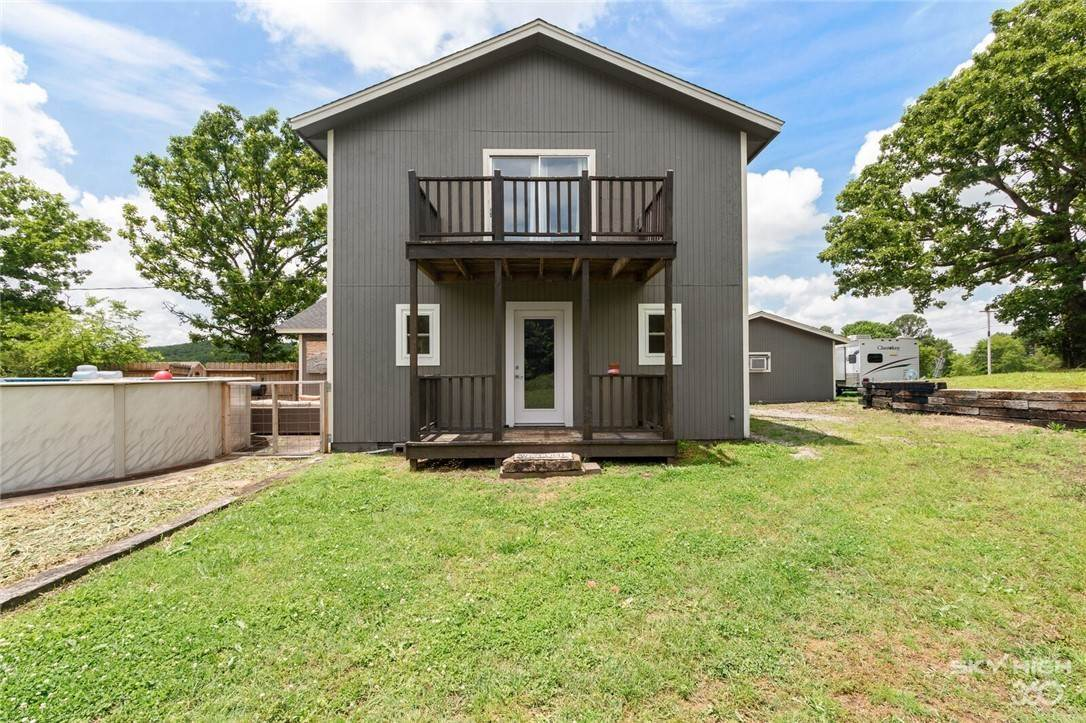 16. Single Family Homes for Sale at 304 Hale Road Elkins, Arkansas 72727 United States