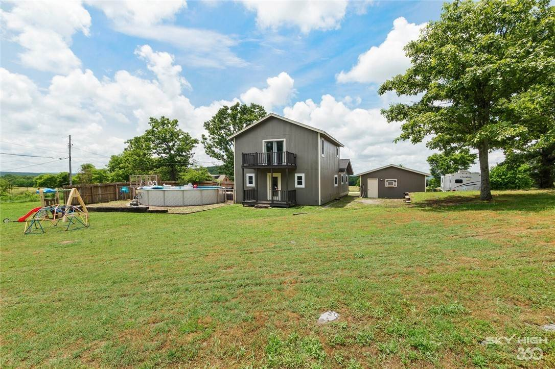 17. Single Family Homes for Sale at 304 Hale Road Elkins, Arkansas 72727 United States