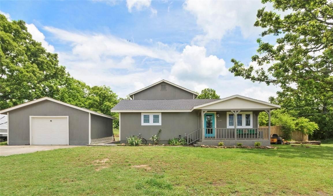 2. Single Family Homes for Sale at 304 Hale Road Elkins, Arkansas 72727 United States