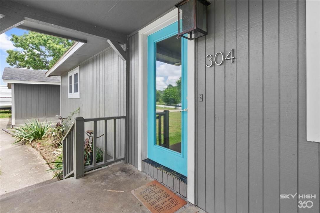 3. Single Family Homes for Sale at 304 Hale Road Elkins, Arkansas 72727 United States