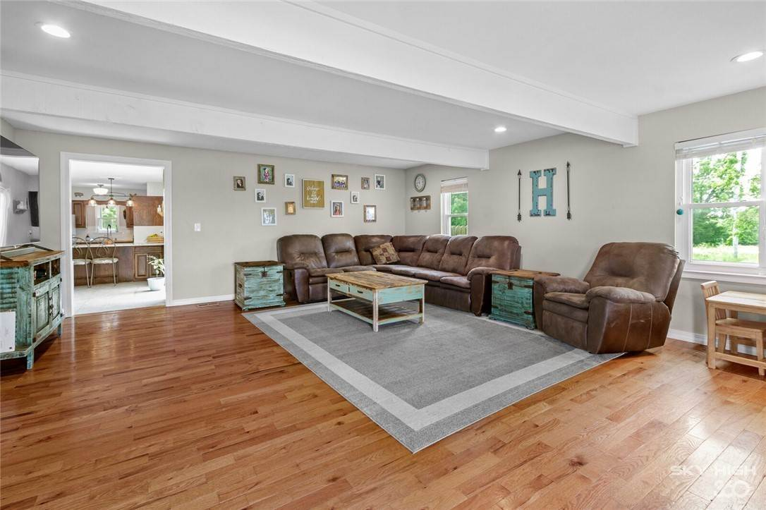 4. Single Family Homes for Sale at 304 Hale Road Elkins, Arkansas 72727 United States